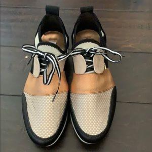 Never worn Steve Madden tennis shoes